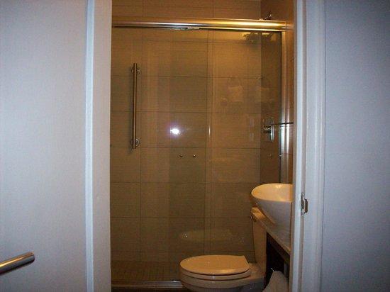 Marseilles Hotel: il bagno
