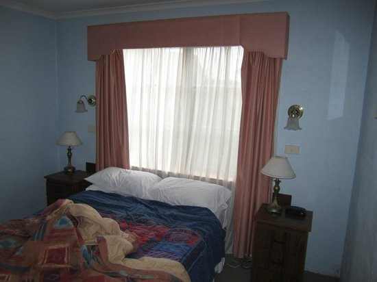 Alanvale Apartments & Motor Inn: Bedroom