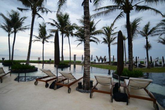 W Bali - Seminyak: poolside