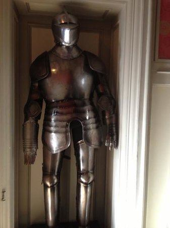 Clontarf Castle Hotel:                   suit of armour