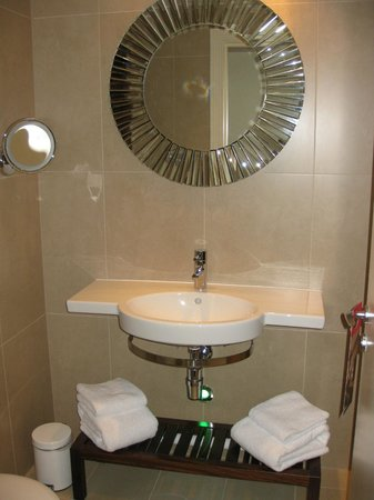 Hotel Indigo Glasgow: Sink & Mirror