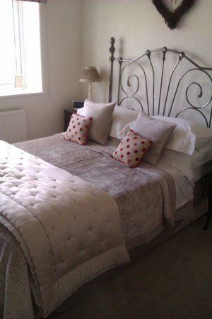 Green Acres & Cherry Blossom Cottage:                                                       bedroom