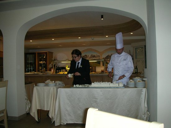 Hotel Crozzon:                                     lo chef e la fantastica Maria Grazia...