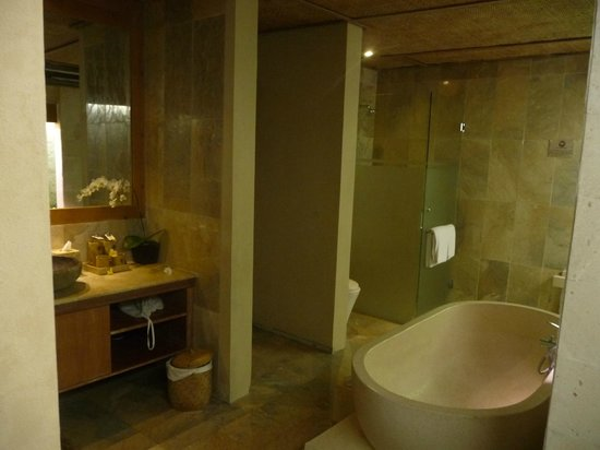 Puri Sunia Resort:                   The outdoor, covered bathroom