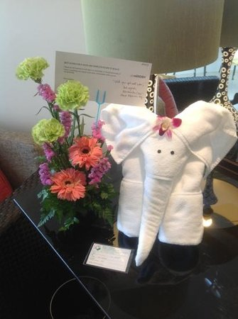 Le Meridien Phuket Beach Resort:                   Flowers from management wishing that I get well soon