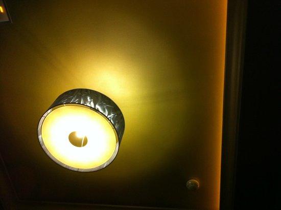 Hotel Anos 50:                                                       luci della stanza
