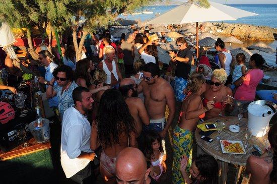 Fun Beach Club:                   Party