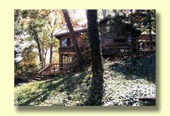 Shell Knob, MO: Authentic Log Cabin