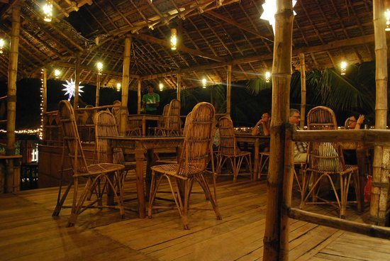 Chilliout Cafe Cherai beach:                   Chillout Cafe by the evening