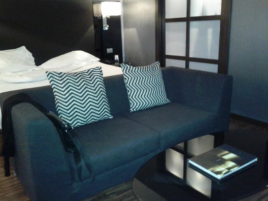 AC Hotel Milano by Marriott: Sofa