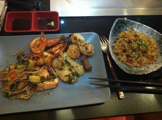 Chez Hanafousa : Assiette de la mer et riz au corail de homard