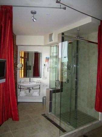 Hotel Le Vincent: Baño de la habitación 3
