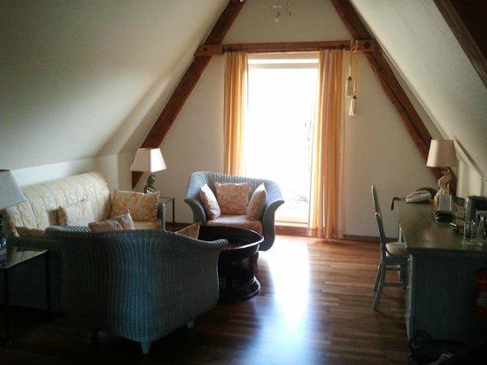 Hotel Bayerischer Hof:                   Suite - living room