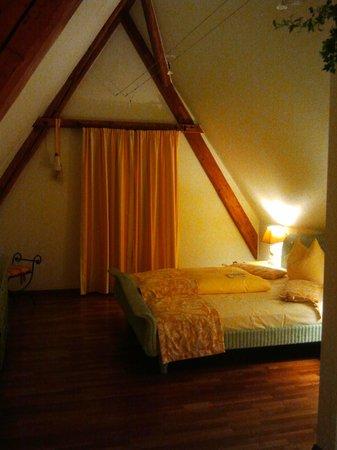 Hotel Bayerischer Hof:                   Suite - bedroom