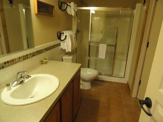 Double JJ Ranch & Golf Resort: Thoroughbred Suites bathroom