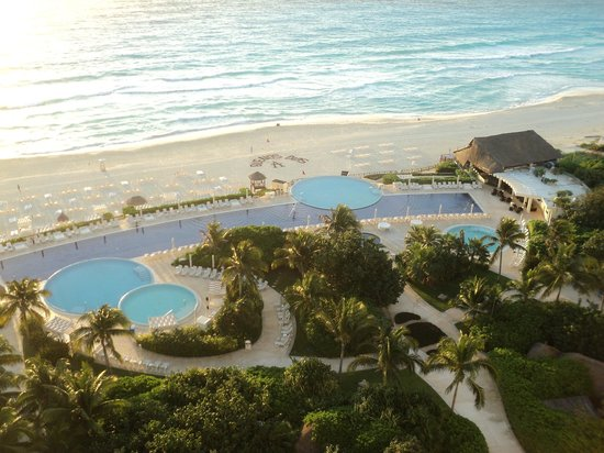 Live Aqua Beach Resort Cancun:                   View from 9003 balcony
