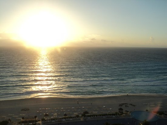 Live Aqua Beach Resort Cancun:                   sunrise from 9003