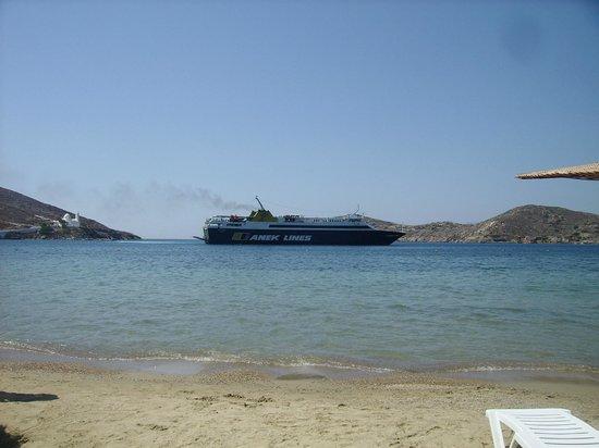 Villa Mata: Yialos Beach - Arrivée d'un Ferry
