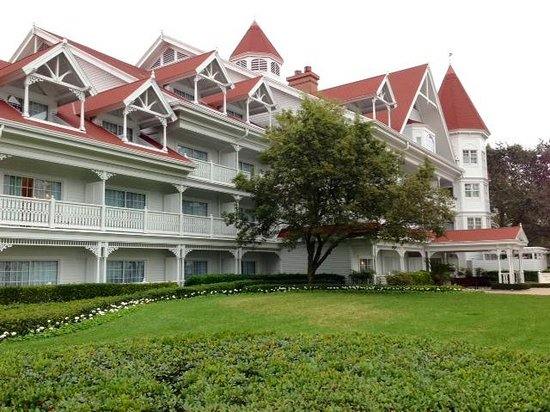 Disney's Grand Floridian Resort & Spa :                   Sugar Loaf (concierge building)