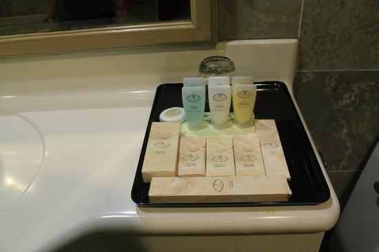 Grand DarulMakmur Hotel Kuantan:                   bathroom kit