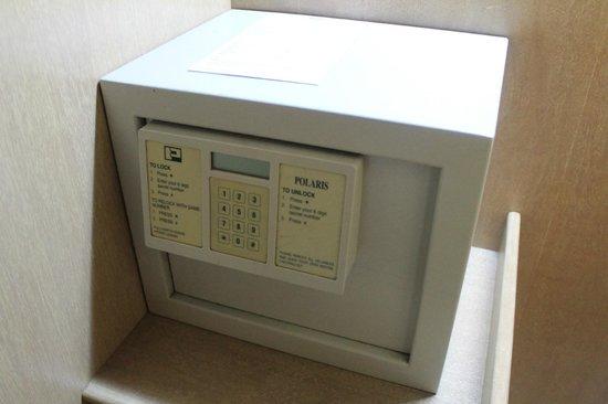 Grand DarulMakmur Hotel Kuantan:                   Safe Box