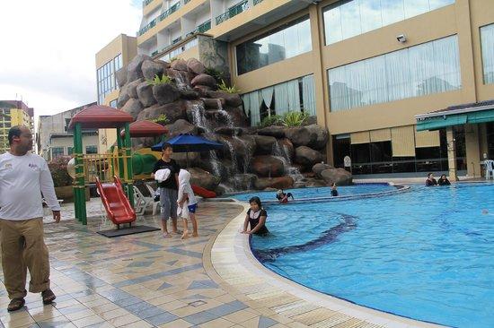M.S. Garden Hotel Kuantan:                   Swimming Pool