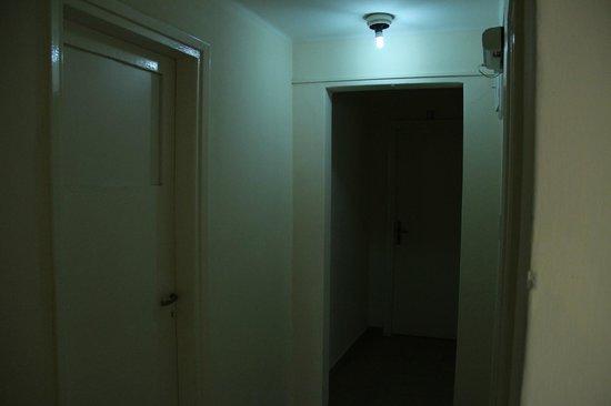 La Hostería Don Guillermo:                   El pasillo hacia la habitación.