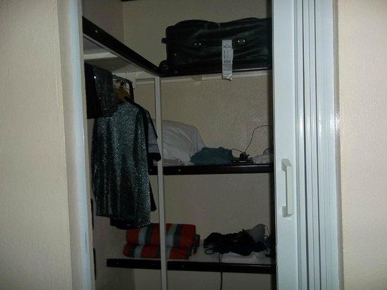 Hotel La Rosa de America:                   Closet