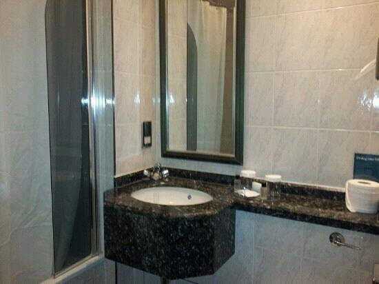 Thistle City Barbican, Shoreditch:                   Bathroom