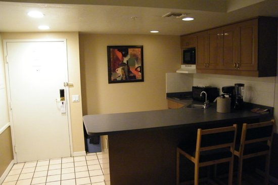 London Bridge Resort : kitchen area