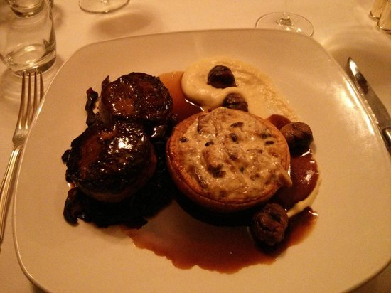 Restaurant at the Bull at Burford Hotel: Venison medallions & mushroom tartlet