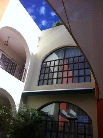 Sky Lounge Bar :                   patio