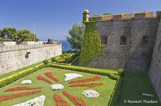 Parque de Montjuic (Parc de Montjuïc):                   Castle fortifications