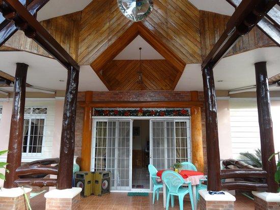 Dumaguete Springs Beach Resort:                   Guesthouse