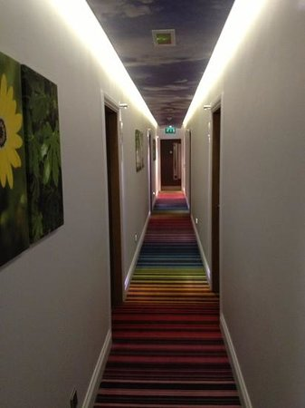 Hotel Indigo London-Paddington:                   4th floor hallway