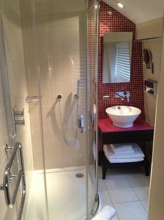 Hotel Indigo London-Paddington:                   room 411 bath