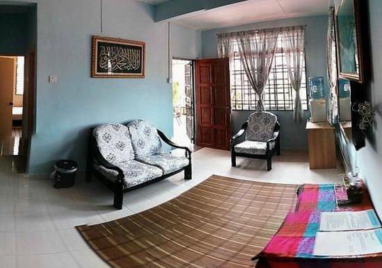 Homestay Pasir Gudang: Living room