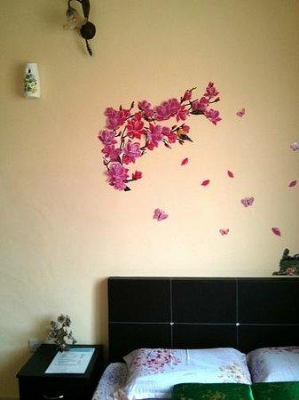 Homestay Pasir Gudang: Japanese style room wall deco