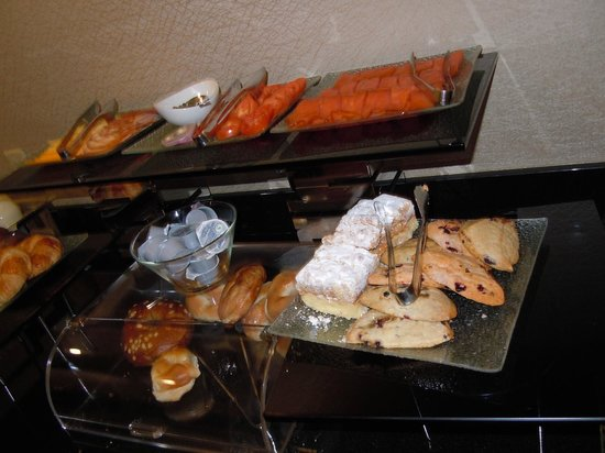 Hilton Woodcliff Lake: a few of the offerings at breakfast in the Executive Lounge