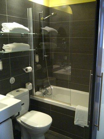 BEST WESTERN Grand Hotel Francais : La salle de bains