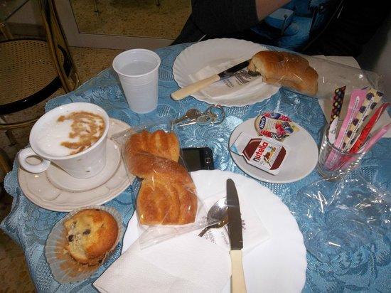 Albergo Aurora:                   colazione
