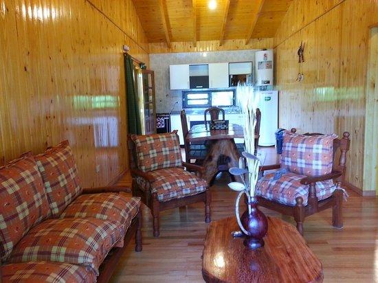 Costa del Sol Iguazu: Living, comedor Cabaña Palo Rosa