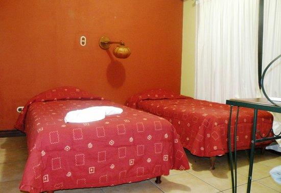 Arenal Observatory Lodge & Spa: 2e chambre avec salle de bains attenante