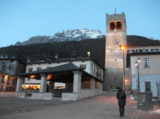 Rezia Hotel:                                     piazza bellissima