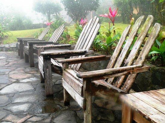 Arenal Observatory Lodge & Spa: Devant la piscine et le volcan
