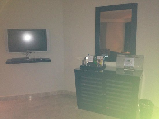 ME Cancun:                   Room