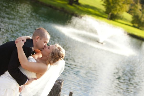 The Fireside Restaurant at Rustic Hills Country Club: Sharing a Kiss near Hole #3 Fountain (Call for bridal appointment today)