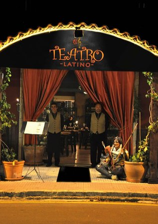 Teatro Latino: The entrance