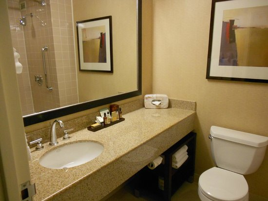 Oakland Marriott City Center: Bath Room 2030