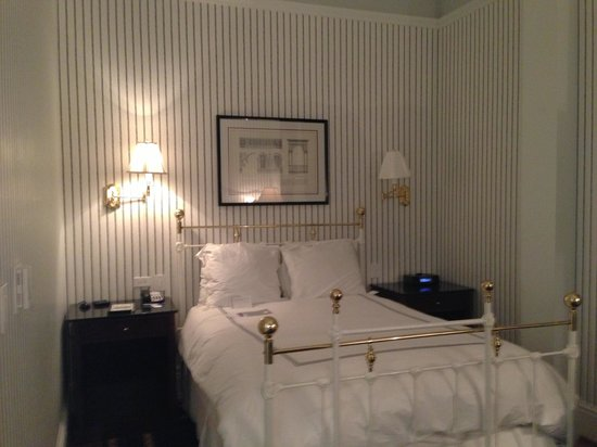 The Tremont House, A Wyndham Grand Hotel:                                     Room